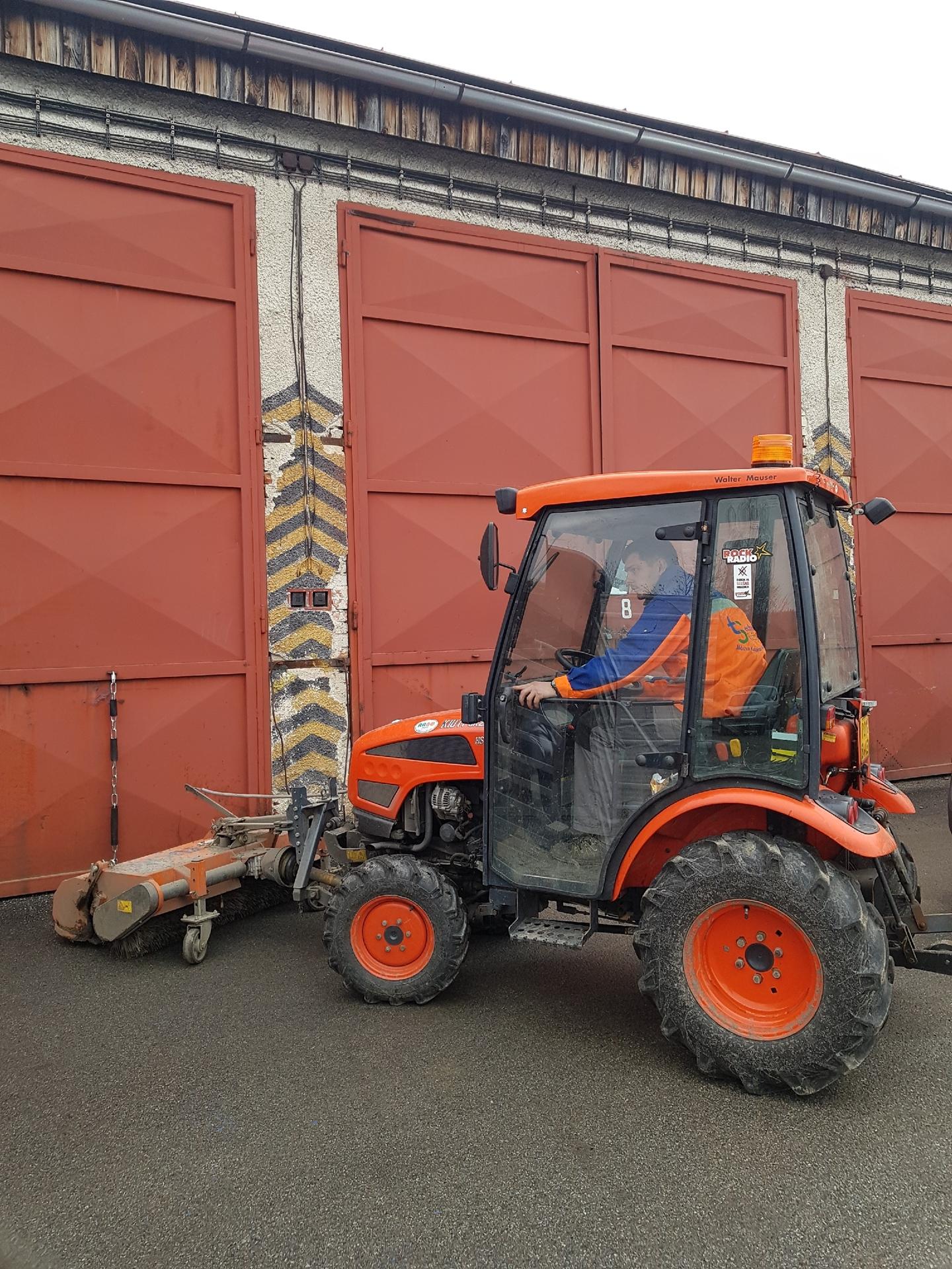 Traktor-Kioti-CK22.jpg