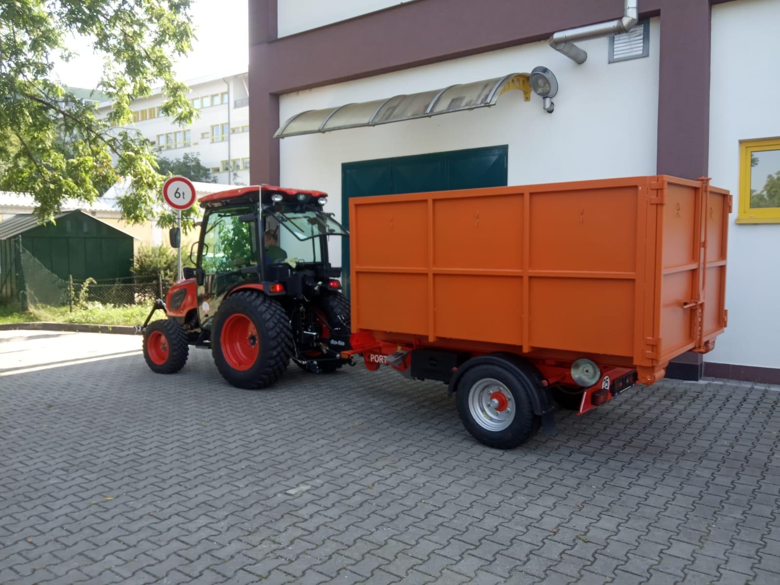 Kioti-CK4010CH-nosic-kontejneru-portyr-2.jpg
