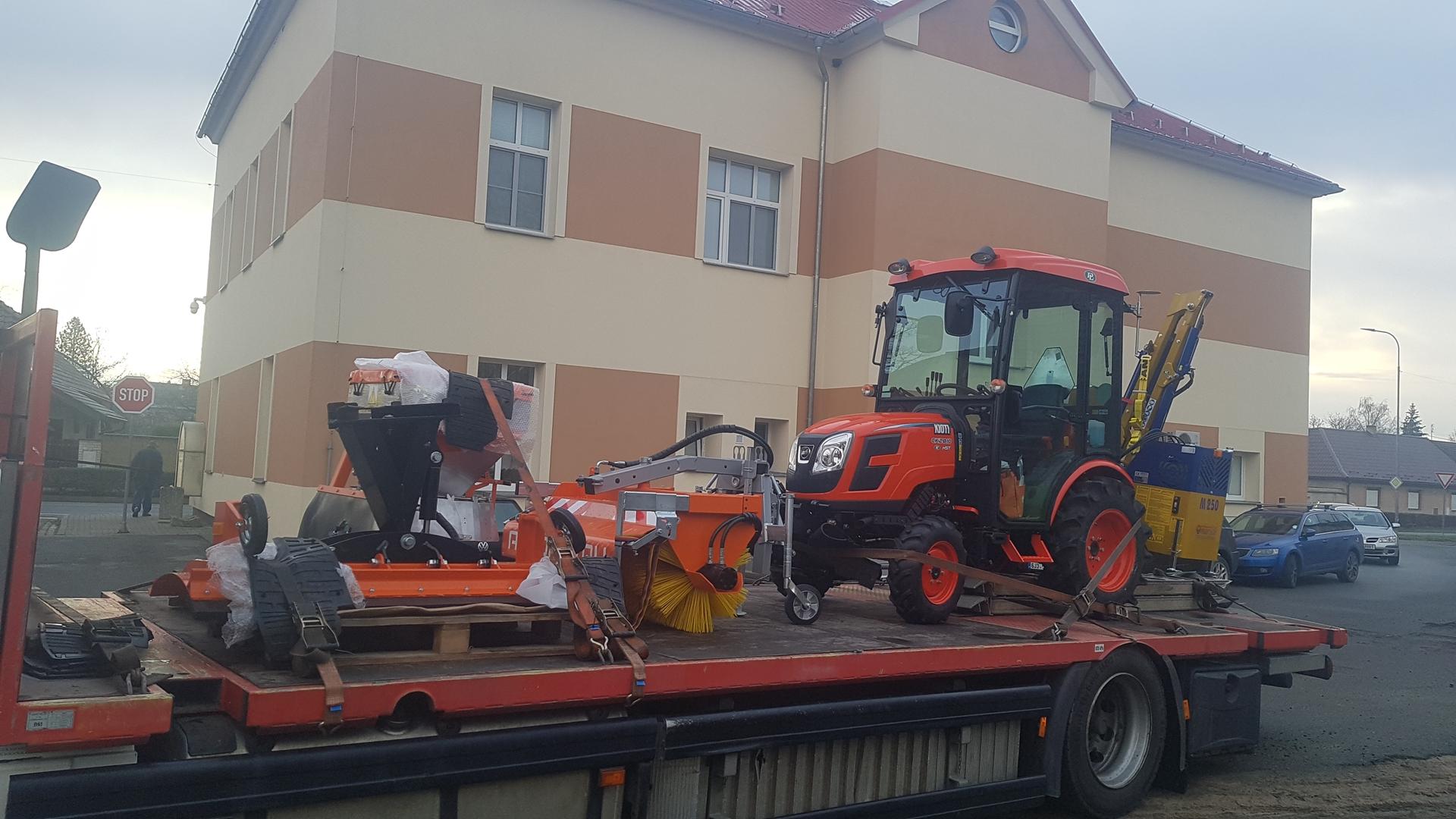 Predani-traktoru-Velky-Osek.jpg