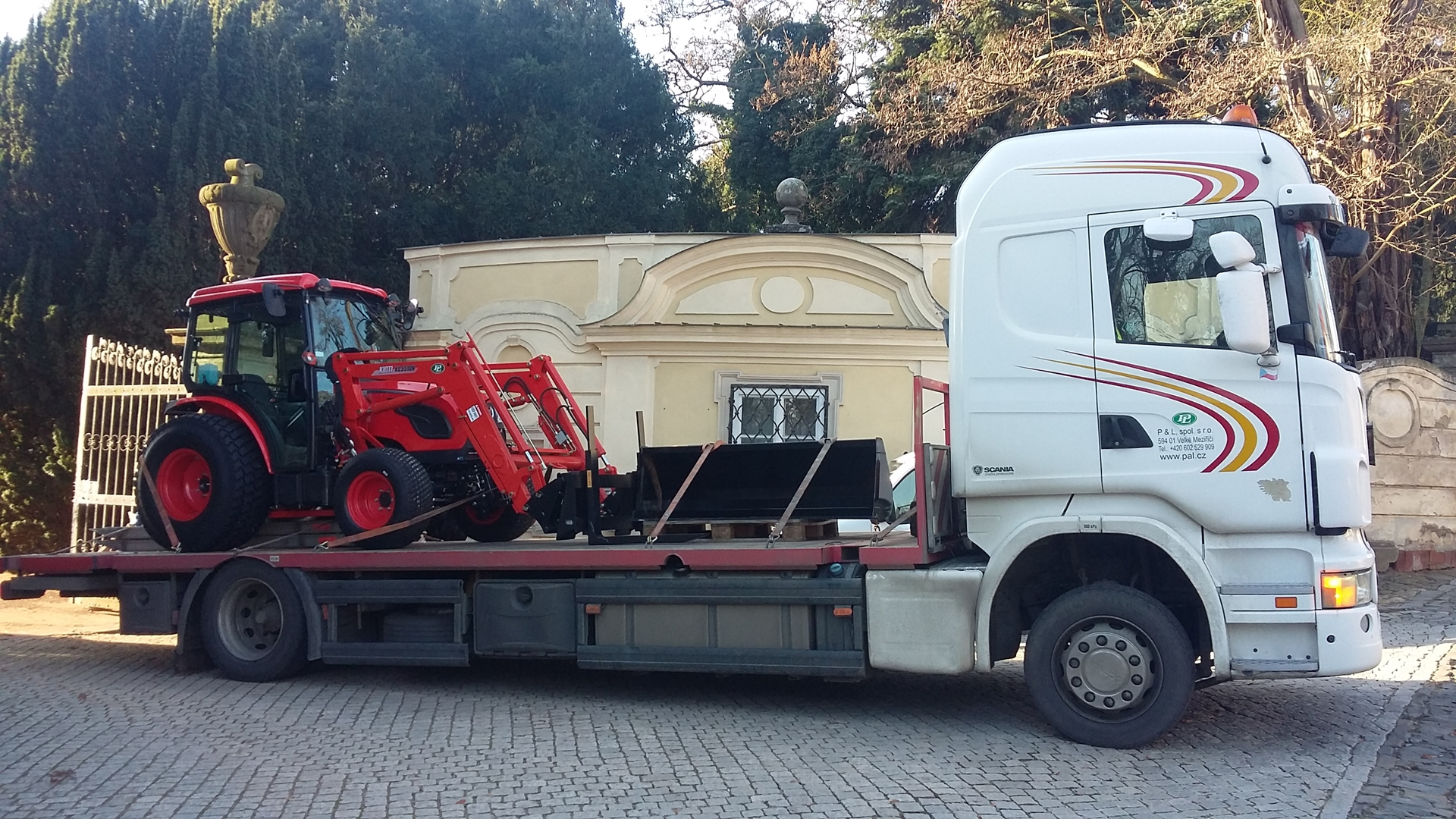Kamion-P-L-Kioti-DK5010HS.jpg