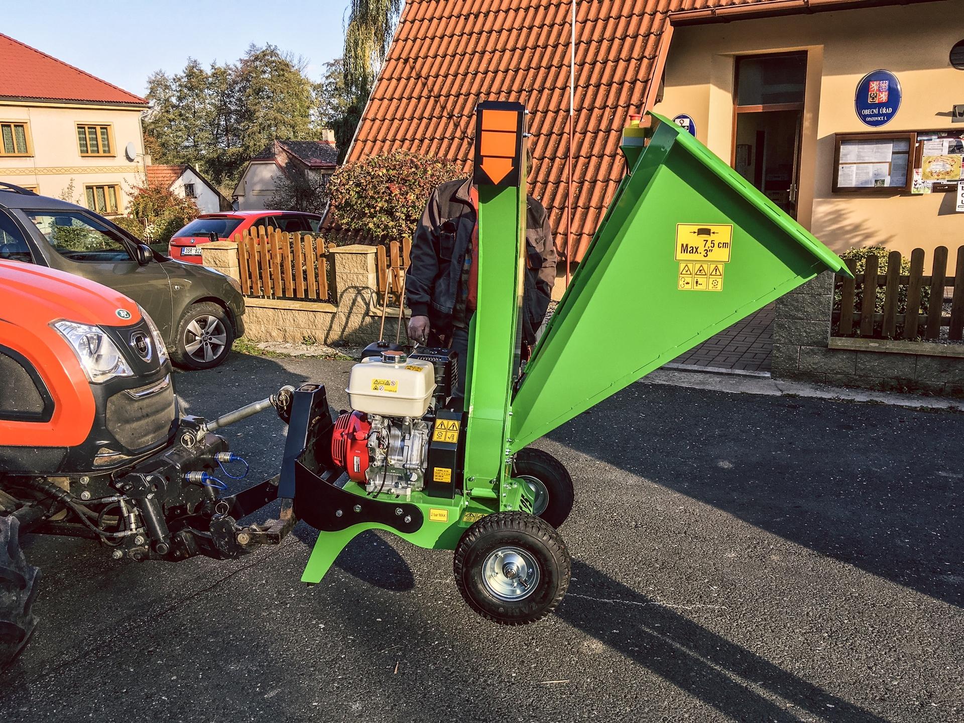Traktor-Kioti-DK4510-se-stepkovacem-Laski3.JPG