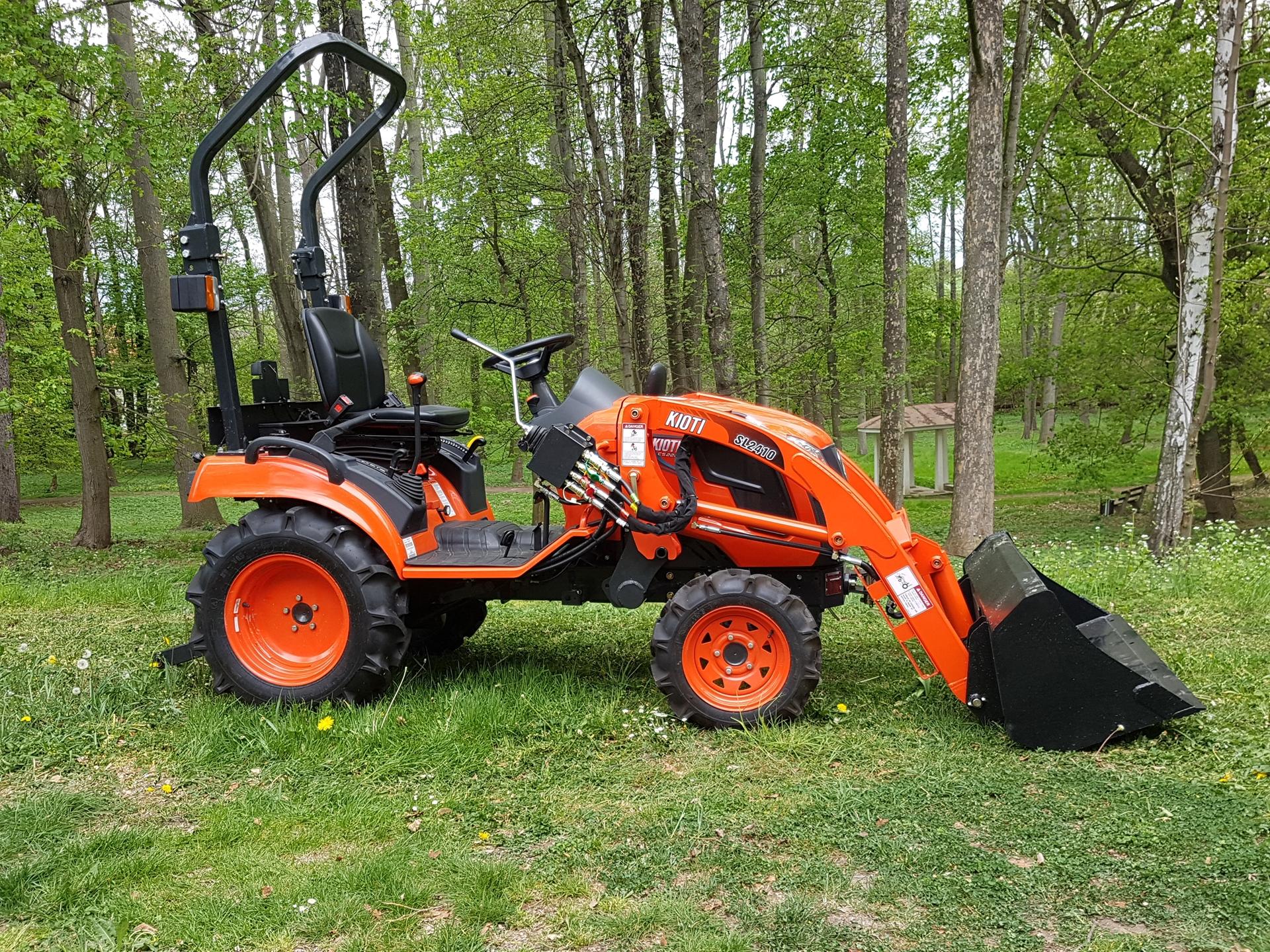 Predani-traktoru-Kioti-CS2220-(2).jpg