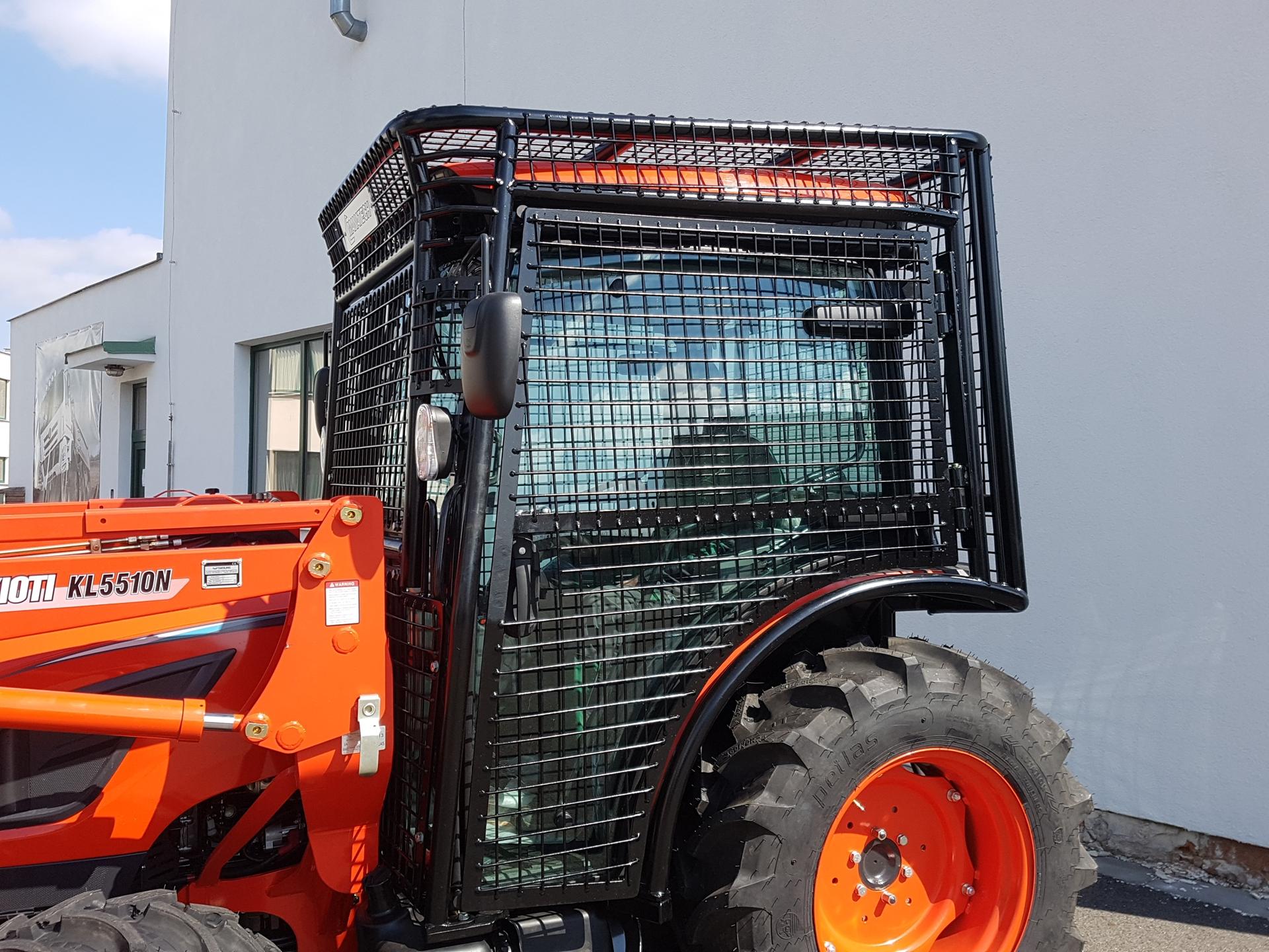 Kioti-Traktor-ISO-8083-8084-FOPS-OPS-dotace.jpg