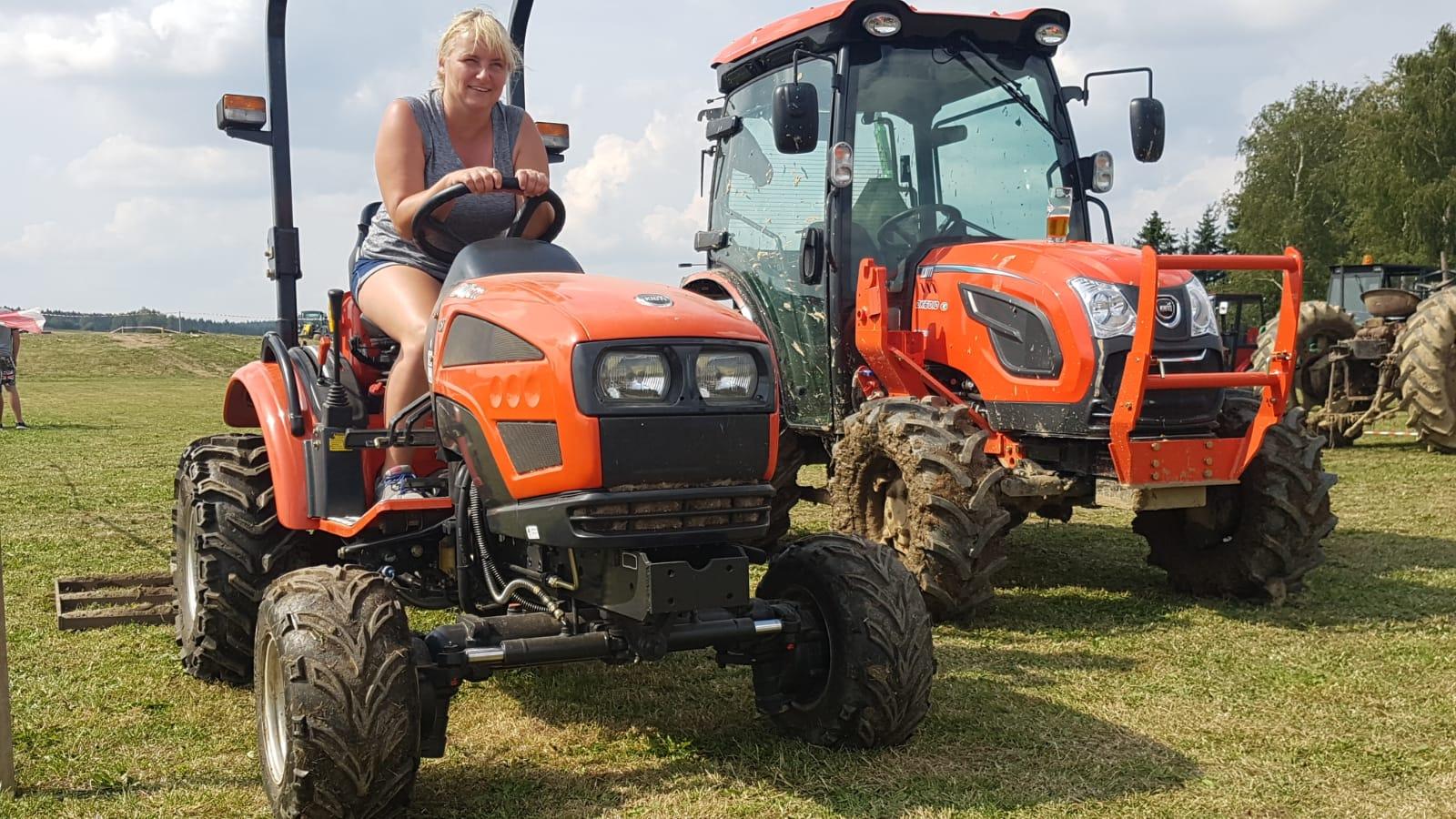 Traktor-Kioti-CK22-a-Ktraktor-Kioti-DK6010.jpeg