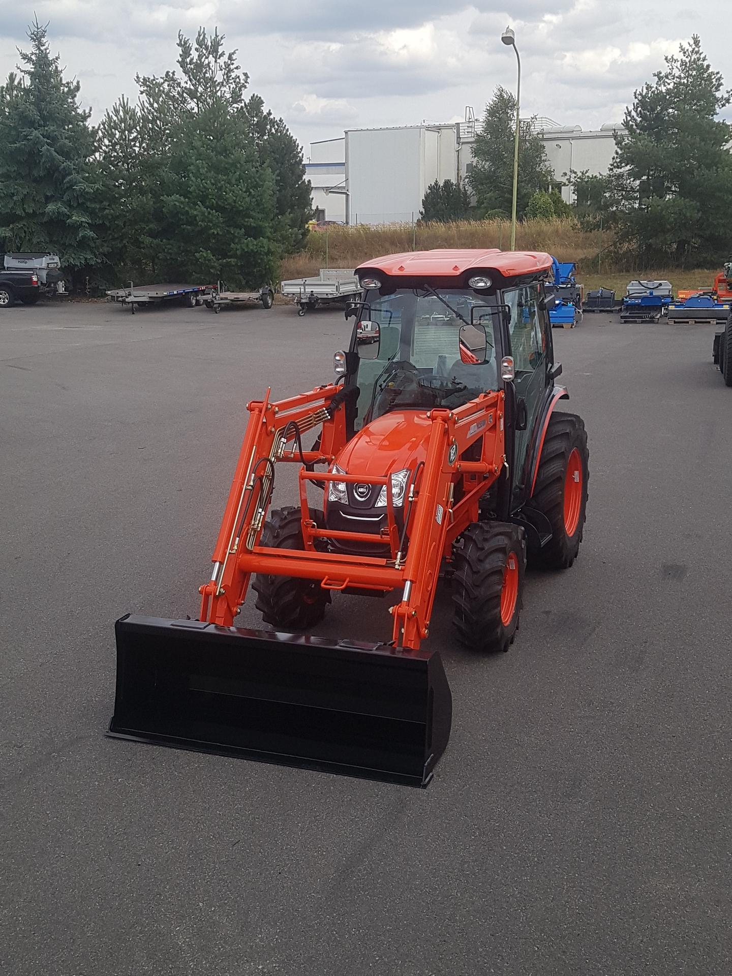 Traktor-Kioti-DK6010-s-celnim-nakladacem1.jpg