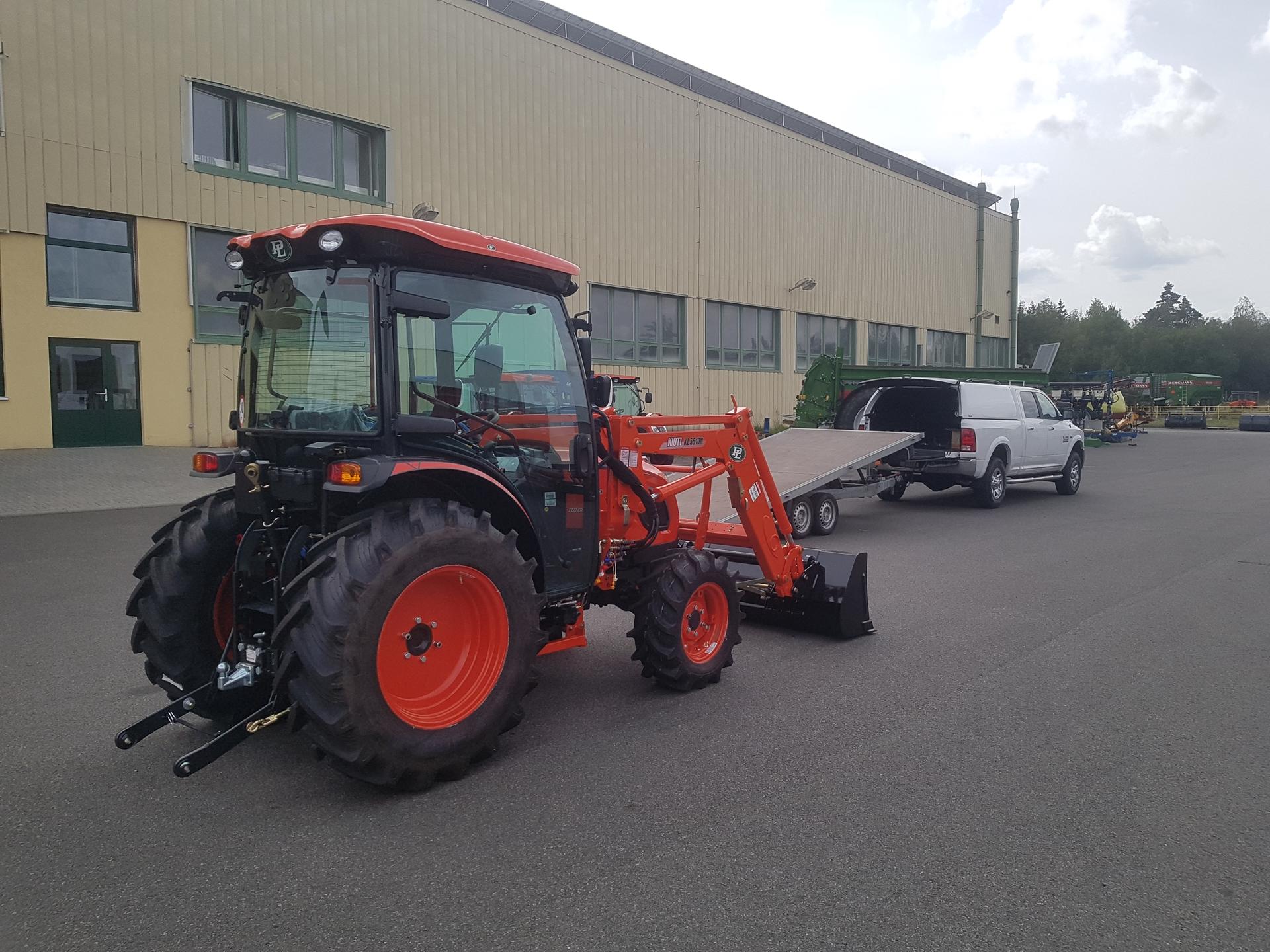Traktor-Kioti-DK6010-s-celnim-nakladacem3.jpg
