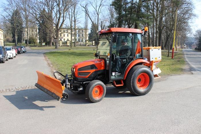 Obec-Zahradky-traktor-Kioti-(1).jpg