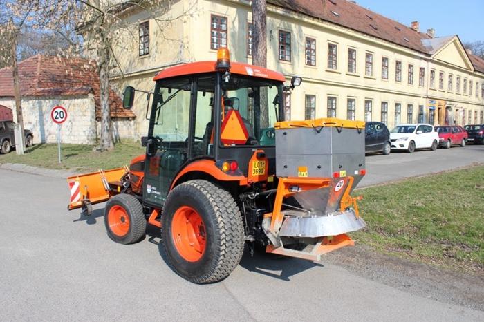 Obec-Zahradky-traktor-Kioti2.jpg