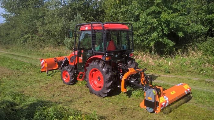 Traktor-Kioti-DK4510-s-ledni-nastavbou.jpg