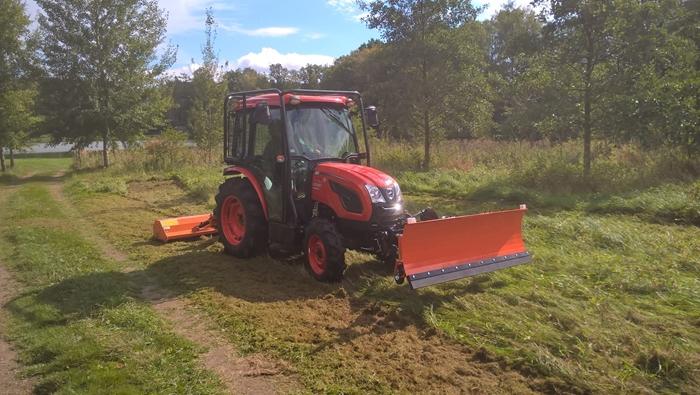 Traktor-Kioti-DK4510-s-ledni-nastavbou1.jpg