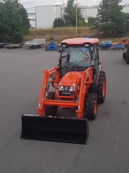 Traktor-Kioti-DK6010-s-celnim-nakladacem2.jpg