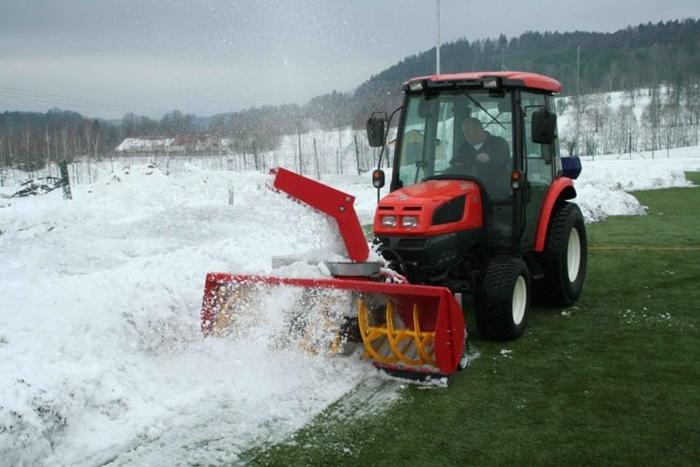 Kioti-EX50HST-se-snehovou-frezou.jpg