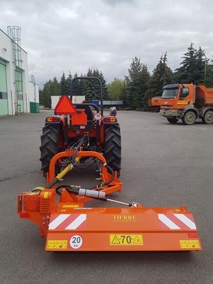 Traktor-Kioti-DK4510-s-mulcovacem-Tirre-Mini-TCL-140-(1).jpg