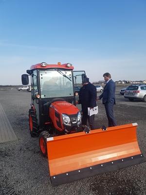 Traktor-Kioti-CK3310-s-radlici-P-L.jpg