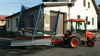 Traktor-Kioti-CK2810HST-Obec-Mala-Losenice-s-trampolinou.jpg