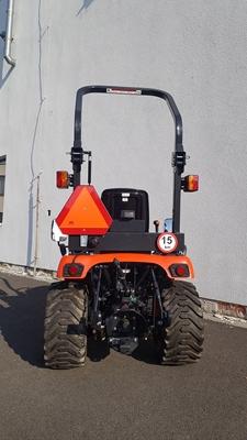 Traktor-Kioti-CS2220-na-prumyslovych-kolech.jpg