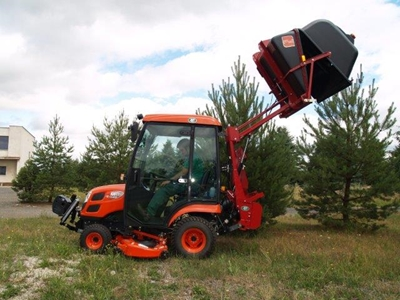 Traktor-Kioti-CS2610-s-vysavacem-Morgnieux.jpg