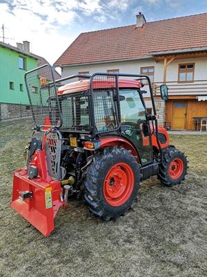 Traktor-Kioti-DK5010HS-s-kabinou-s-lesni-nastavbou.jpg
