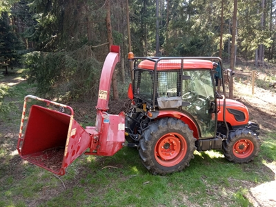 Traktor-Kioti-DK5010HS-se-stepkovacem.jpeg